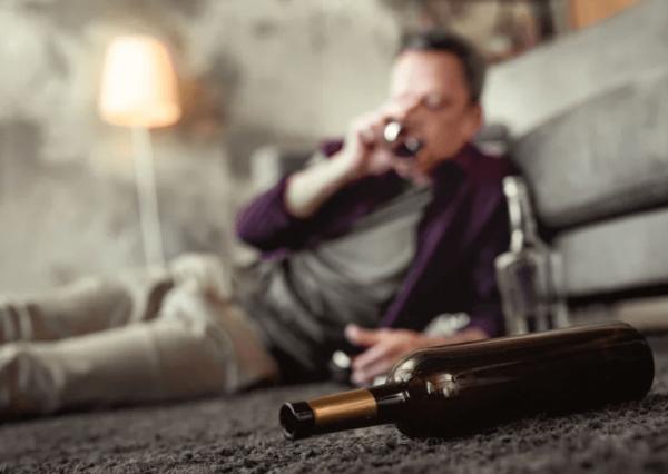 przyczyny alkoholizmu