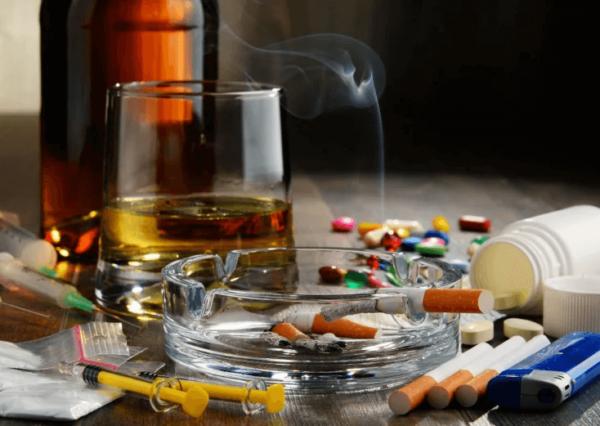 wpływ substancji uzależniających na organizm